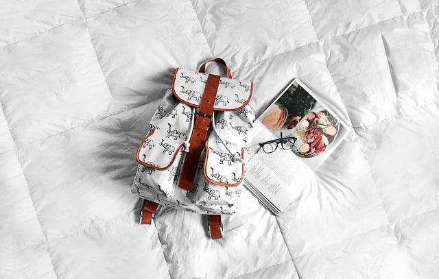 bílý batoh